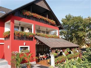 /korona-pension-and-restaurant/hotel/heviz-hu.html?asq=vrkGgIUsL%2bbahMd1T3QaFc8vtOD6pz9C2Mlrix6aGww%3d