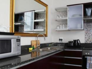 The Rockwell All Suite Hotel and Apartments Cape Town - Kitchen