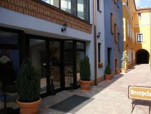 /fi-fi/penzion-pod-kla-torom/hotel/bratislava-sk.html?asq=5VS4rPxIcpCoBEKGzfKvtE3U12NCtIguGg1udxEzJ7nKoSXSzqDre7DZrlmrznfMA1S2ZMphj6F1PaYRbYph8ZwRwxc6mmrXcYNM8lsQlbU%3d