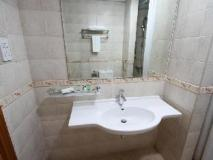 Baiti Hotel Apartments: bathroom