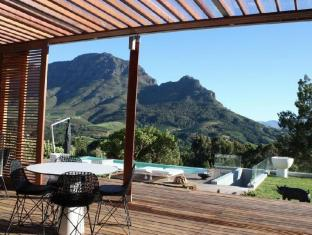 Clouds Wine and Guest Estate Stellenbosch - Undercover Terrace and Pool Area
