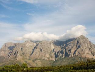 Clouds Wine and Guest Estate Stellenbosch - Vineyard and Mountain Views