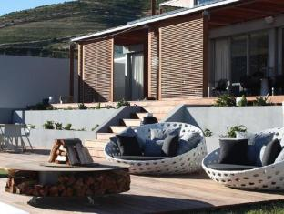 Clouds Wine and Guest Estate Stellenbosch - Outdoor Sitting Area