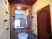Inthavong Guesthouse: bathroom