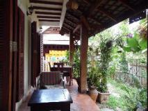 Inthavong Guesthouse: balcony/terrace