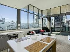 Australia Hotel Booking | Quattro on Astor Apartments