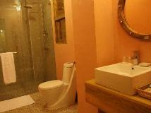 R&R Hotel: bathroom
