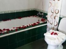 Lalco AK Hotel: bathroom