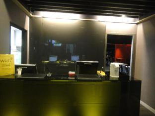 At Boutique Hotel Taipei - Front Desk