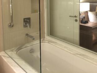 Hotel Benilde Maison De La Salle Manila - Bathtub
