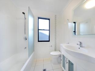 Airlie Beach Motor Lodge Whitsunday Islands - Self Contained Studio bathroom