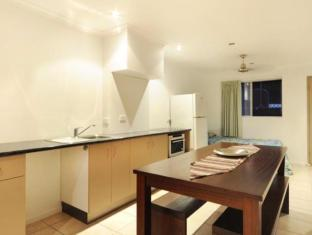 Airlie Beach Motor Lodge Whitsunday Islands - Kitchen