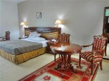 Rainbow Hotel Apartments: guest room