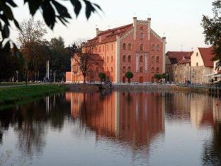 /es-es/hotel-budweis/hotel/ceske-budejovice-cz.html?asq=vrkGgIUsL%2bbahMd1T3QaFc8vtOD6pz9C2Mlrix6aGww%3d