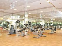 Ramee Royal Hotel Apartments: fitness room