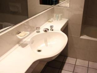 Hotel On St Georges Cape Town - Bathroom