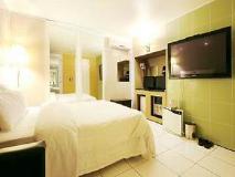 PLEX Hotel: guest room