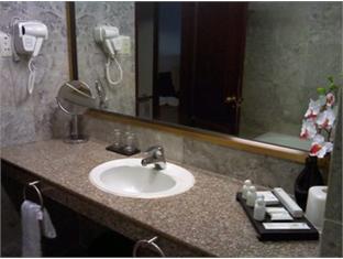 Royal Palace Hotel Phnom Penh - Bathroom