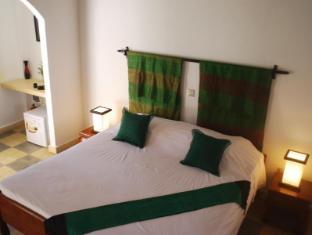 Au Cabaret Vert Hotel Battambang - Guest Room