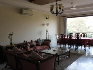 Saket Bed and Breakfast New Delhi and NCR - Living Room