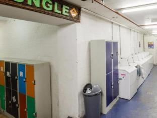 Bunk Backpackers Brisbane - Laundry Facilities