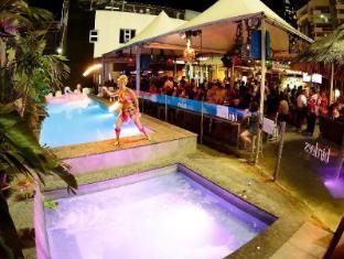 Bunk Backpackers Brisbane - Swimming Pool