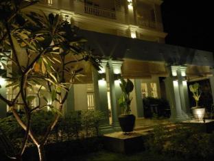 Frangipani Villa Hotel Siem Reap - Frangipani Villa Hotel at night