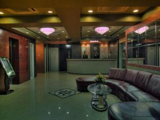 M Chereville Hotel Manila - Lobby