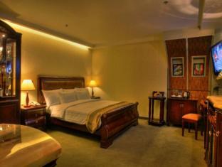 M Chereville Hotel Manila - Royal Suite Room