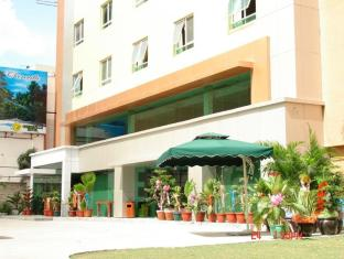 M Chereville Hotel Manila - Hotel Exterior