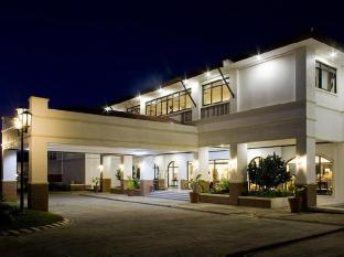 Plaza Del Norte Hotel and Convention Center Laoag - Hotelli välisilme