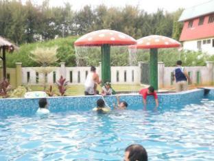 Cozzi Hotel Port Dickson - Swimming Pool