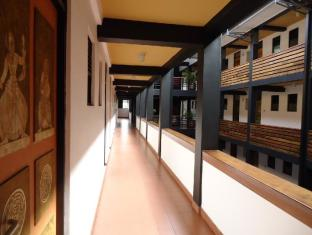 The Sovereign Corporate Hotel Colombo - Corridor
