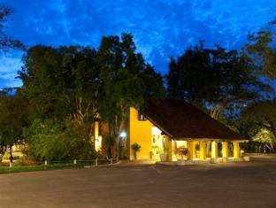 Habarana Village by Cinnamon Sigiriya - Entrance to the Hotel