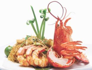 Hotel Fort Canning Singapore - Signature Fried Mee Siam with Boston Lobster