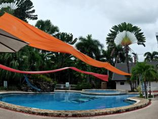 The Ritz Hotel at Garden Oases Davao City - حمام السباحة