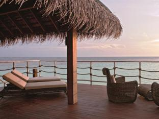 Constance Moofushi Maldives Islands - Water Villa - Balcony/Terrace