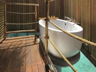 Constance Moofushi Maldives Islands - Senior Water Villa