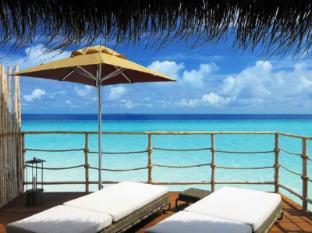 Constance Moofushi Maldives Islands - Senior Water Villa - Terrace