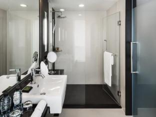 Radisson Suites Bangkok Sukhumvit Bangkok - Bathroom
