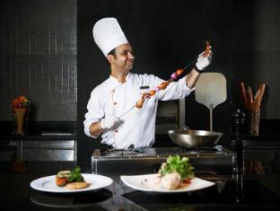 Radisson Suites Bangkok Sukhumvit Bangkok - Restaurant