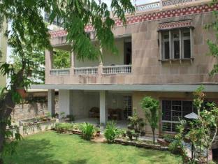 Hotel Tara Niwas