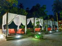 Sinq Beach Resort: garden