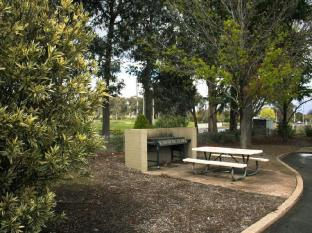 Red Cedars Motel Canberra - BBQ