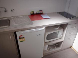 Red Cedars Motel Canberra - Kitchen
