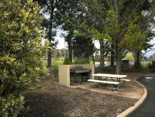 Red Cedars Motel Canberra - Garden