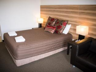 Red Cedars Motel Canberra - Guest Room