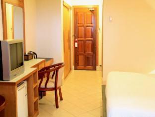 Casa Del M Hostel Phuket - M Superior King Bed Room