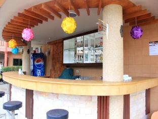 Casa Del M Hostel Phuket - Pool Bar