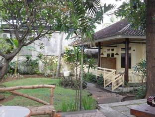 Bali Lovina Beach Cottages באלי - חדר שינה